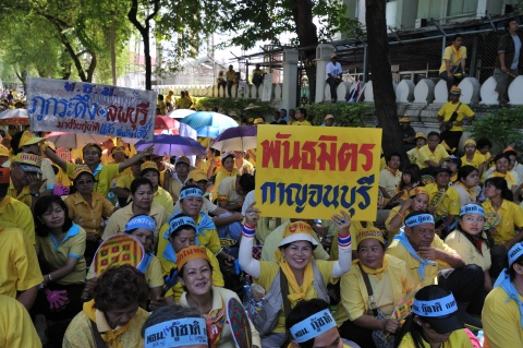 Bangkok_Protests_on_26_August_2008-Peoples_Alliance_for_Democracy