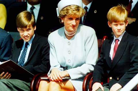 Prince-William-With-Mother-Princess-Diana-And-Prince-Harry-1200x7921
